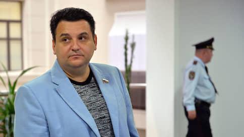 Бывшего депутата арестуют заочно // СКР объявил в международный розыск Олега Михеева