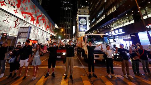 «Гонконгский путь» // Протестующие повторили акцию стран Балтики 1989 года