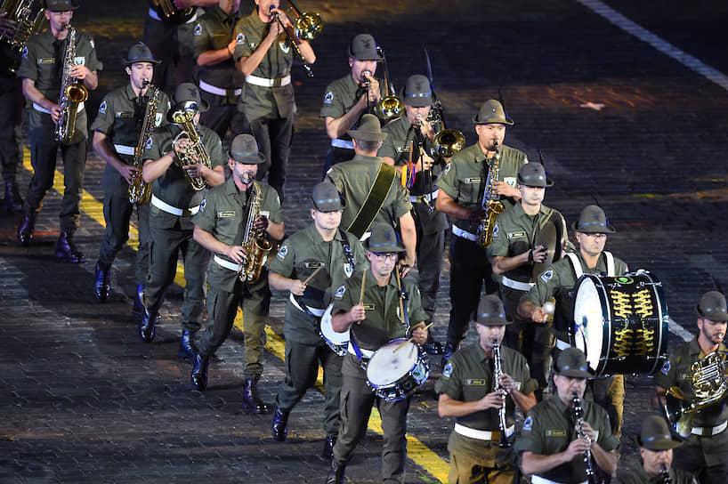 Итальянский оркестр «Тридентина», полностью состоящий из отставных альпийских стрелков, впервые принял участие в фестивале