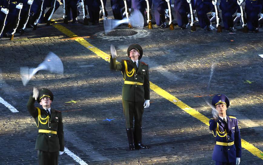 23 августа на Красной площади открылся XII Международный военно-музыкальный фестиваль «Спасская башня». Его главной темой станет соло с оркестром