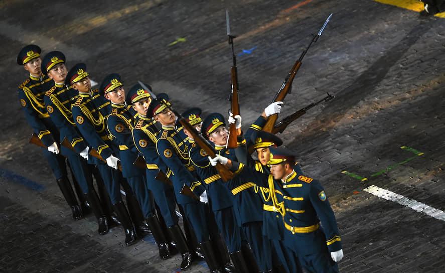 Участники церемонии открытия фестиваля «Спасская башня»