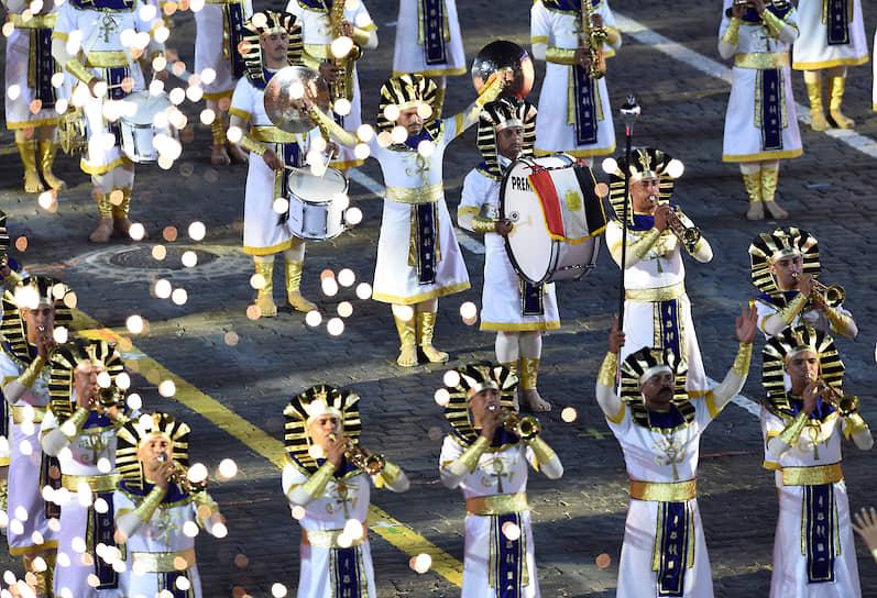 Военный оркестр Египта вышел на Красную площадь под «Марш победителей» из оперы «Аида» Джузеппе Верди