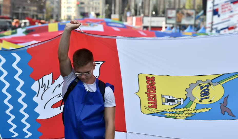 Площадь флага-рекордсмена, пронесенного по проспекту Сахарова, составила 2,5 тыс. м
