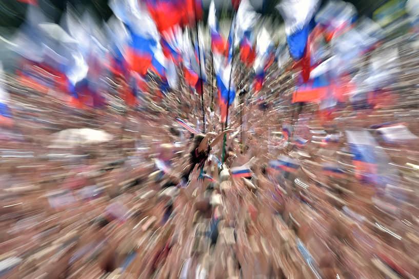 В Москве на  проспекте Академика Сахарова прошел митинг-концерт в честь Дня Российского флага