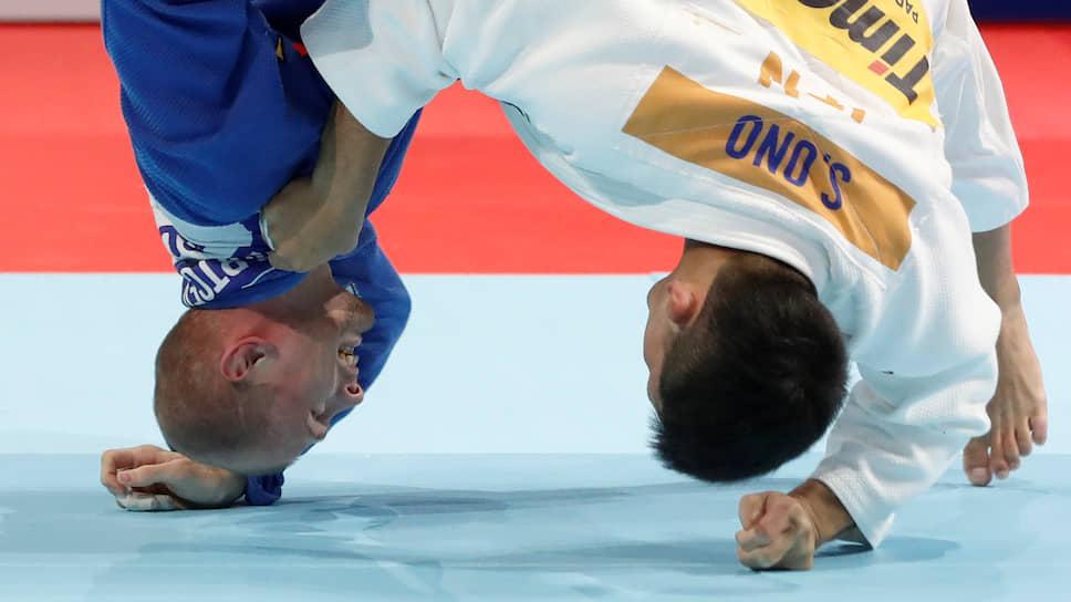 Дзюдоисты Денис Ярцев (слева) и Сёхэй Оно