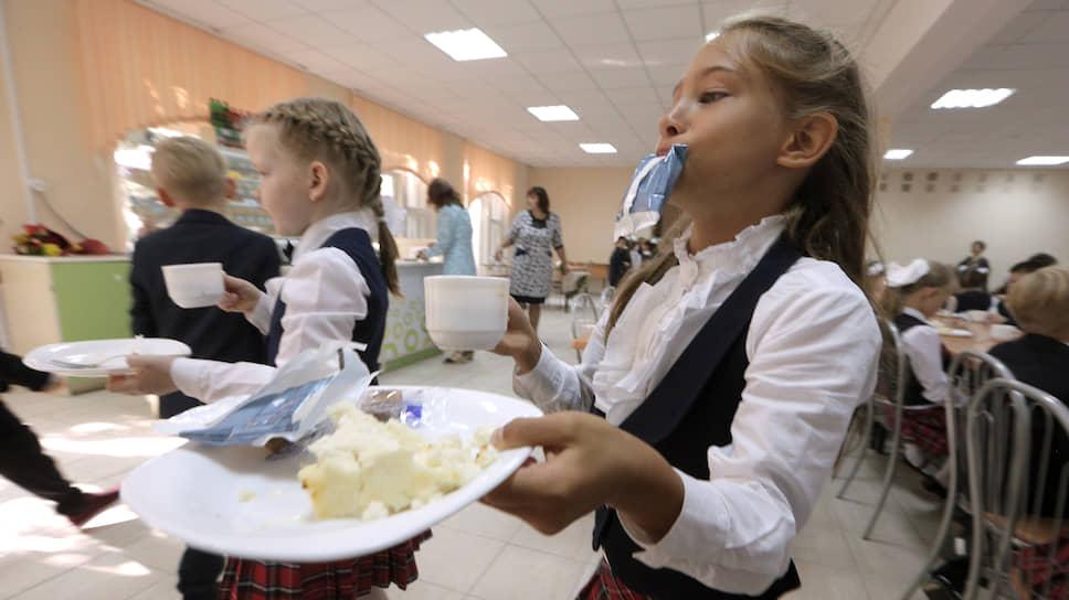 Как кормят в школах и детсадах