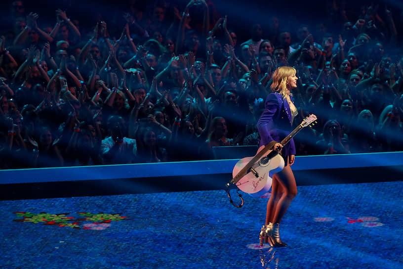 Ньюарк, США. Певица Тейлор Свифт на вручении MTV Video Music Awards