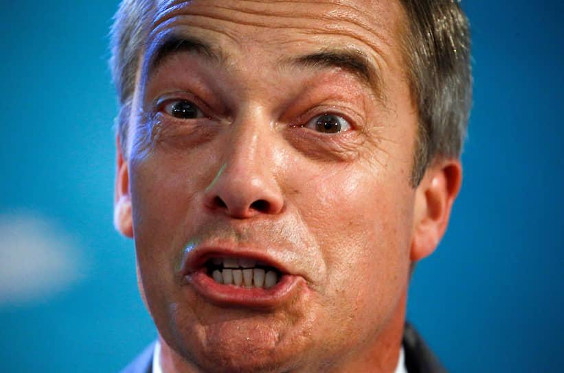Лондон, Великобритания. Лидер Партии «Брексита» Найджел Фарадж выступает на пресс-конференции