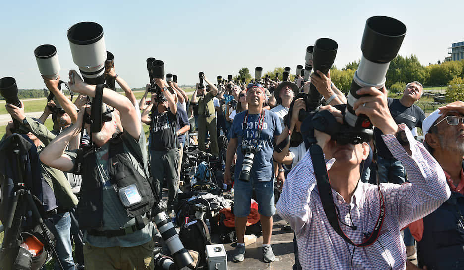 Фотографы на МАКС-2019 во время демонстрационных полетов