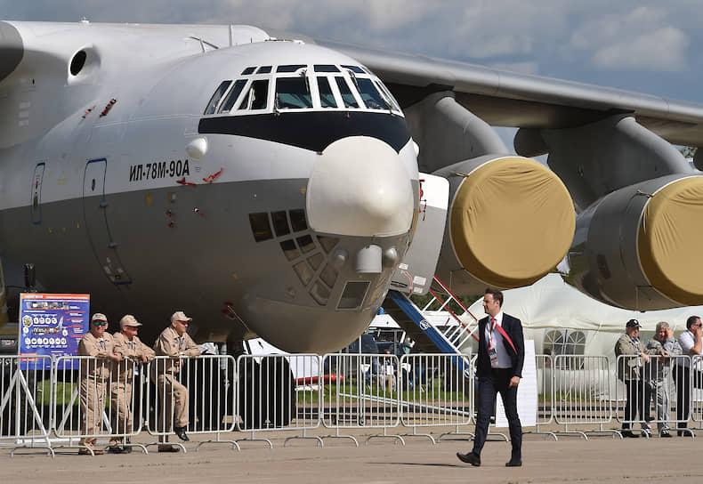 В дни массового посещения с 11 до 17 часов гостям МАКС-2019 свое мастерство продемонстрируют летчики-испытатели, пилотирующие новейшие образцы авиатехники, а также участники восьми пилотажных групп
