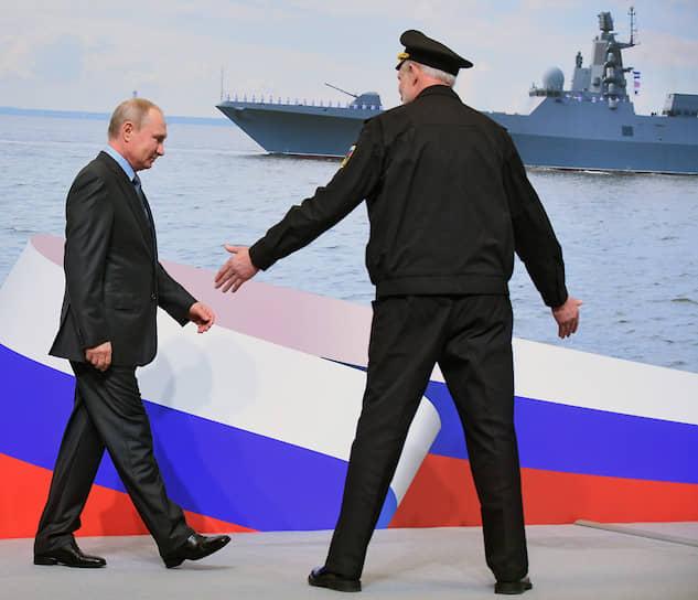 Из-за напряженного графика традиционными также стали <b>опоздания Владимира Путина</b>. Так, в феврале 2015 года российский президент опоздал на час на переговоры «нормандской четверки» в Минске. В августе 2017 года он на семь с половиной часов опоздал на форум «Таврида» в Крыму. В июле 2018 года Владимир Путин на 40 минут задержался на встречу с Дональдом Трампом в Хельсинки, хотя последний приехал еще на 20 минут позже