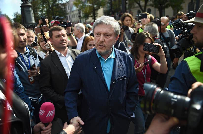 На акцию пришел председатель федерального политкомитета партии «Яблоко» Григорий Явлинский