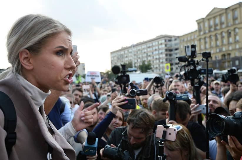 На Чистопрудный бульвар приехала незарегистрированный кандидат Любовь Соболь, которая накануне акции получила предупреждение от прокуратуры Москвы об ответственности за организацию и участие в несогласованных акциях. Госпожа Соболь в соцсетях призывала «выходить на улицу» 31 августа. Она дошла с протестующими до Пушкинской площади и затем уехала на метро