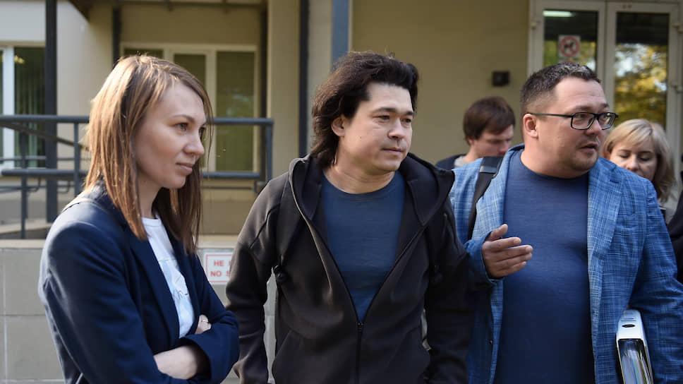 Слева направо: Ольга и Дмитрий Проказовы после заседания суда