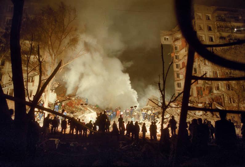 8 сентября 1999 года в 23:59 взрыв прогремел на первом этаже 9-этажного <b>жилого дома № 19 по улице Гурьянова в Москве</b>. Два подъезда дома были полностью уничтожены. Взрывной волной были деформированы конструкции соседнего дома № 17. Погибли 106 человек, 690 пострадали