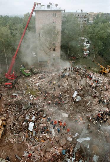 13 сентября 1999 года в 5 часов утра взрыв прогремел в подвале 8-этажного <b>жилого дома № 6/3 на Каширском шоссе в Москве</b>. Дом был полностью разрушен. Погибли 124 человека
