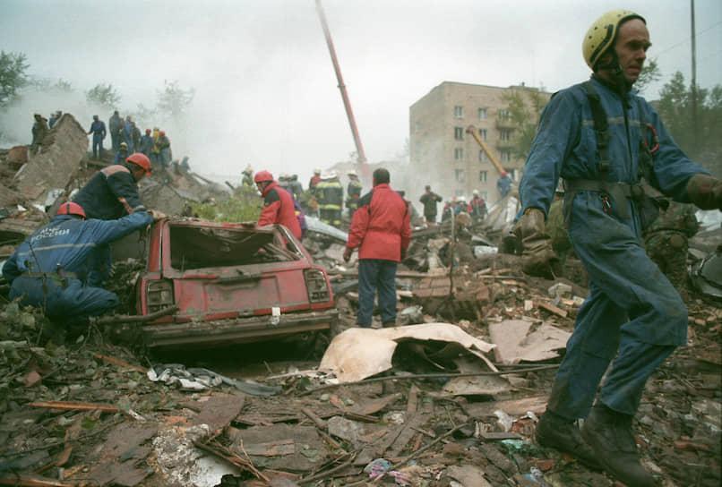 Мощность взрывчатки составила 300 кг. Она была также доставлена из Чечни в Москву в мешках под видом сахара