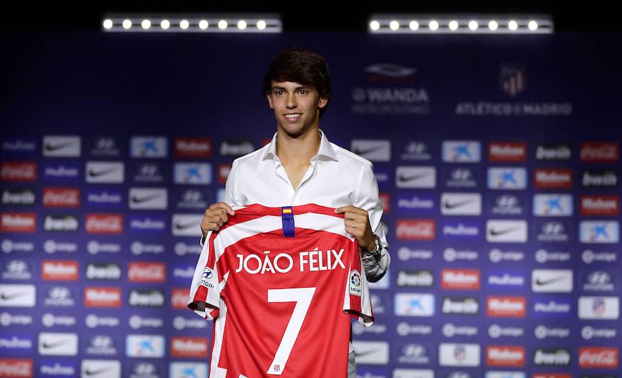 3 июля 19-летний португальский нападающий Жуан Феликс перешел из «Бенфики» в «Атлетико». Сумма трансфера составила €126 млн, из которых €120 млн «Атлетико» заплатит сразу, а еще €6 млн — в рассрочку