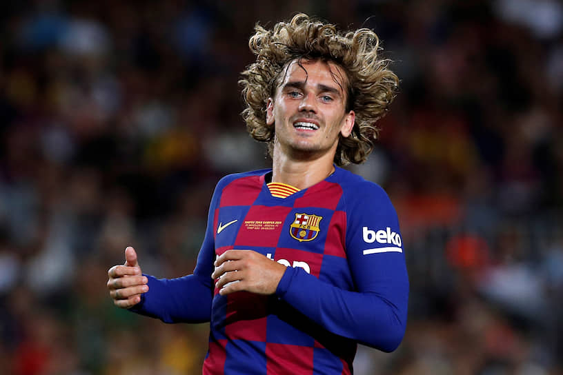 12 июля 28-летний французский нападающий Антуан Гризманн покинул «Атлетико» и перешел в «Барселону». Сумма сделки составила €120 млн. Переговоры о переходе нападающего шли с осени 2017 года