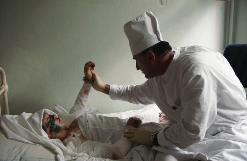 В результате теракта были разрушены два подъезда жилого дома, почти 150 человек попали в больницы