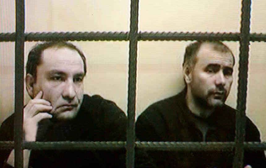 12 января 2004 года Мосгорсуд признал Юсуфа Крымшамхалова (слева) и Адама Деккушева виновными во взрывах жилых домов в Москве и Волгодонске. По данным следствия для этих терактов они готовили взрывчатую смесь и участвовали в ее доставке. Оба осуждены пожизненно