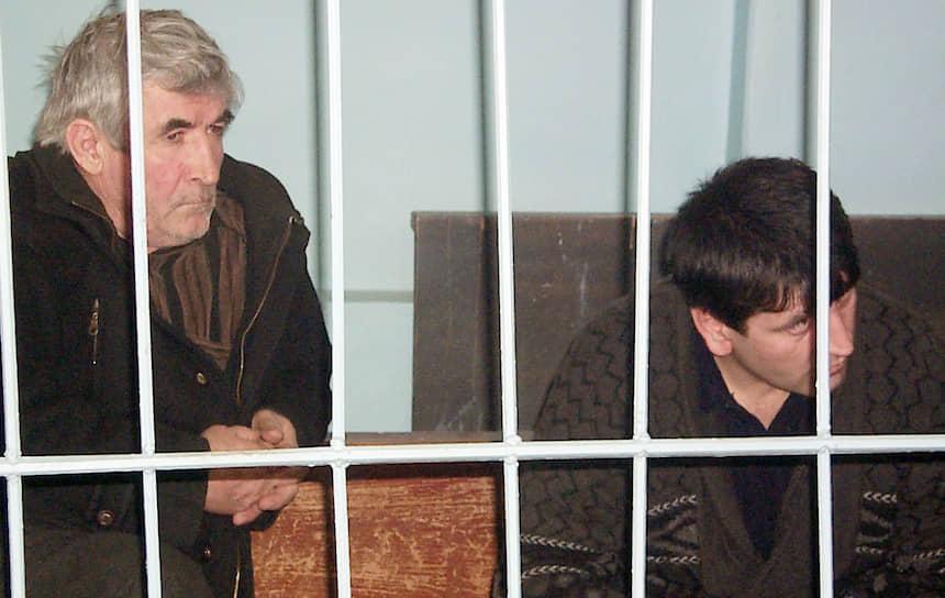 19 марта 2001 года Верховный суд Дагестана вынес приговор организаторам и исполнителям взрыва дома в Буйнакске. Уроженцы республики Иса Зайнутдинов и Алисултан Салихов (на фото) были осуждены пожизненно. Еще двое их подельников получили по девять лет. В марте 2002 года главный организатор преступления Хаттаб был ликвидирован спецслужбами в Чечне