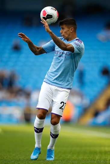 7 августа 25-летний португальский защитник Жуан Канселу перешел из «Ювентуса» в «Манчестер Сити». Сумма трансфера — €65 млн