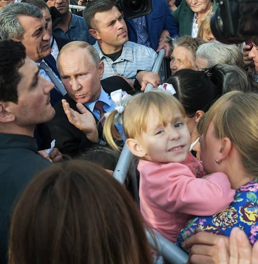Тулун, Иркутская область. Встреча президента России Владимира Путина с пострадавшими от паводка