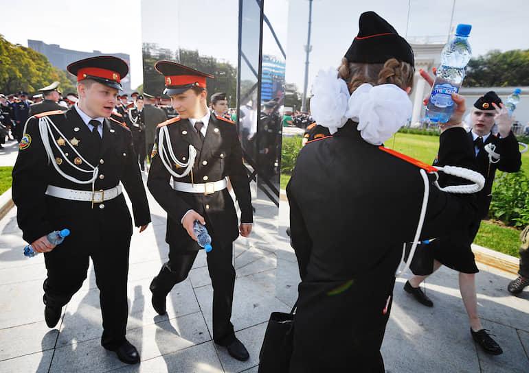 Москва. Торжественная линейка кадетов в День знаний на ВДНХ