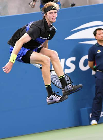 Нью-Йорк. Российский теннисист Андрей Рублев во время матча US Open с итальянцем Маттео Берреттини
