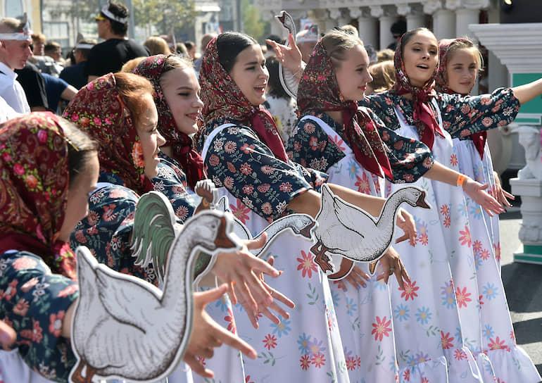 За два дня на Тверской зрители увидят около 100 выступлений