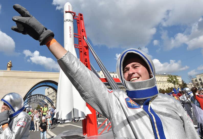 Главные торжества проходили на Тверской улице, которая стала пешеходной