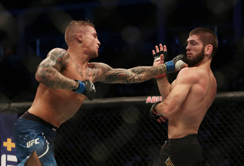 Во втором раунде Хабиб решил посоревноваться с Дастином в боксе, и пропустил несколько ударов