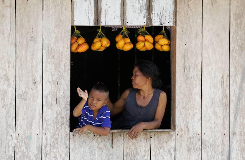 Назарет, Колумбия. Представители индейской народности тикуна
