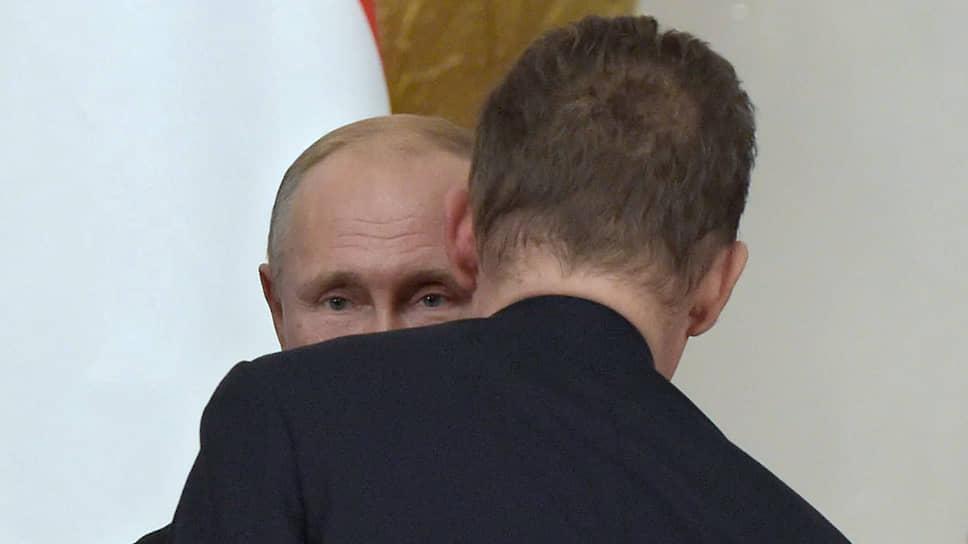 Президент России Владимир Путин (слева) и председатель правления ПАО «Газпром» Алексей Миллер