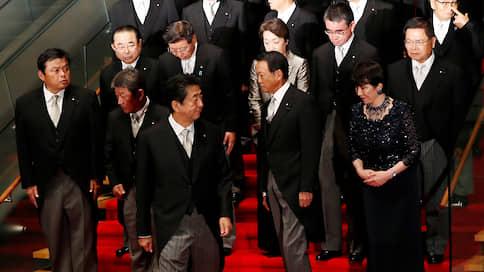Синдзо Абэ пересобрал японское правительство  / Масштабная перестановка стала последней перед его отставкой в 2021 году