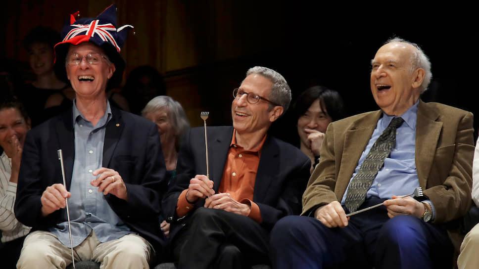 Слева направо: лауреаты Нобелевской премии Рич Робертс (по медицине в 1993 году), Эрик Маскин (по экономике в 2007 году) и Джером Фридман (по физике в 1990 году)