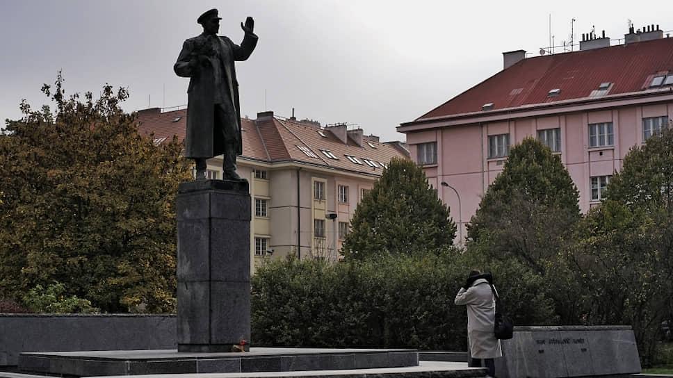 «Памятники не могут защищаться»