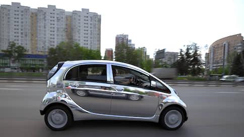 Электромобили просятся на выделенные полосы  / Но столичные власти эту идею не поддерживают