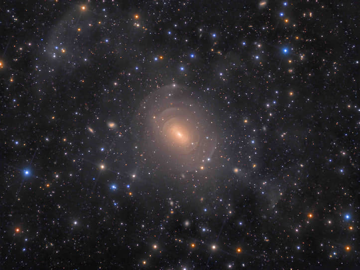 Номинация «Галактики». Победитель — Рольф Валь Олсен, «Оболочки эллиптической галактики NGC 3923 в созвездии Гидры»