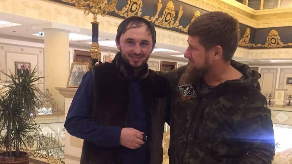 Общественник Махи Идрисов (слева) и глава Чечни Рамзан Кадыров