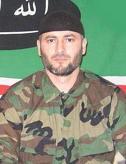 <b>Абдул-Халим Садулаев</b> — третий президент Ичкерии, занял этот пост после смерти Аслана Масхадова, до этого был вице-президентом республики. Во время второй чеченской войны принимал участие в боевых действиях, возглавлял «Аргунский джамаат», был имамом местной мечети. В 2001 году организовал похищение в Чечне главы международной гуманитарной миссии «Врачи без границ» Кеннета Глака. Убит в Чечне 17 июня 2006 года