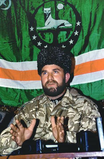 <b>Руслан Гелаев</b> в начале второй чеченской войны командовал Северо-Западным фронтом ЧРИ и обороной Грозного. В 2002 году был назначен главнокомандующим вооруженными силами Ичкерии. Убит 28 февраля 2004 года во время боестолкновения с дагестанскими пограничниками, пытаясь пересечь грузинскую границу для зимовки в Панкисском ущелье