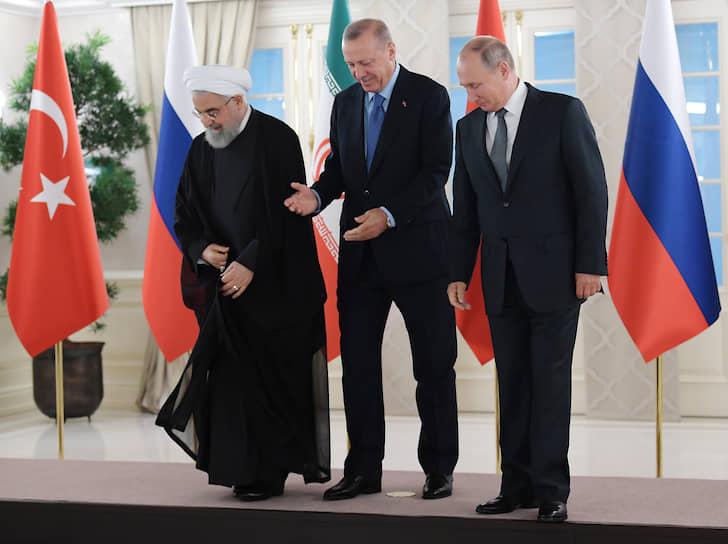 Анкара, Турция. Слева направо: президент Ирана Хасан Роухани, президент Турции Реджеп Тайип Эрдоган и президент России Владимир Путин во время официальной встречи
