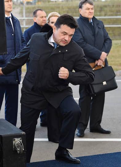 Аэропорт Шереметьево, Москва. Губернатор Московской области Андрей Воробьев во время церемонии открытия новой взлетно-посадочной полосы