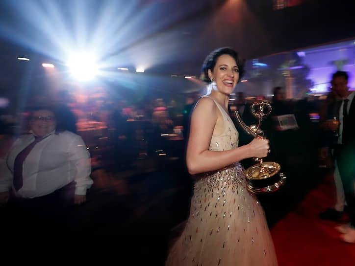 Фиби Уоллер Бридж получила награду в номинации «Лучшая женская роль в комедийном сериале» за роль в «Дряни»