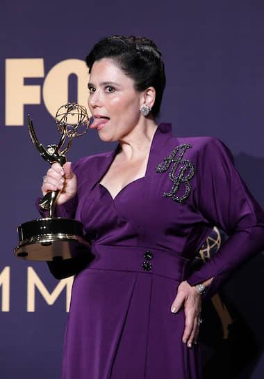 Актриса Алекс Борштейн получила награду за «Лучшую женскую роль второго плана в комедийном сериале» («Удивительная миссис Мейзел»)