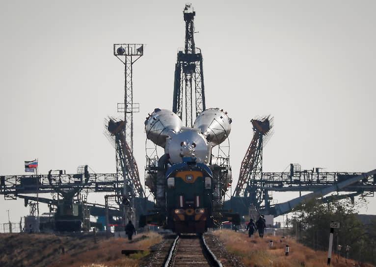 Байконур, Казахстан. Корабль «Союз МС-15» готовят к полету на МКС
