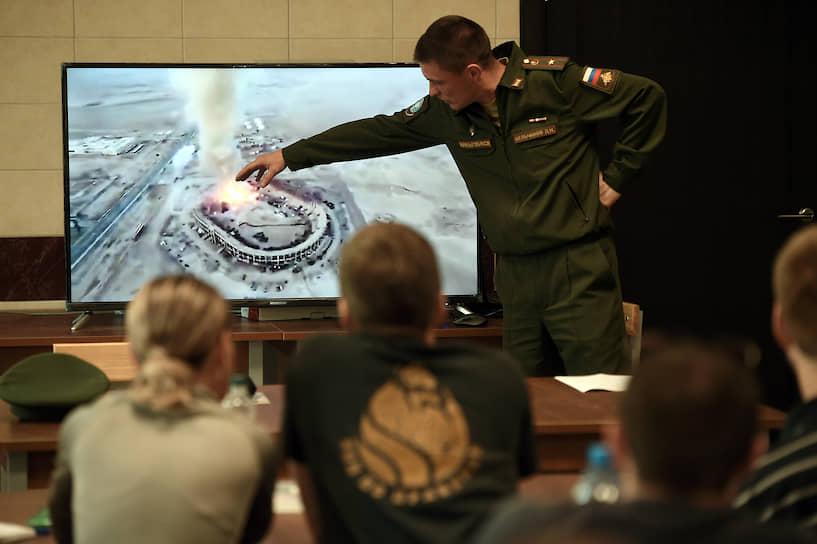 На теоретических занятиях в аудитории был проведен разбор действий при взрыве