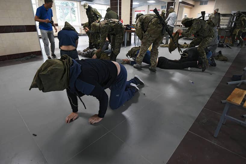 В ходе обучения моделировались экстремальные условия, приближенные к боевым по психологической нагрузке